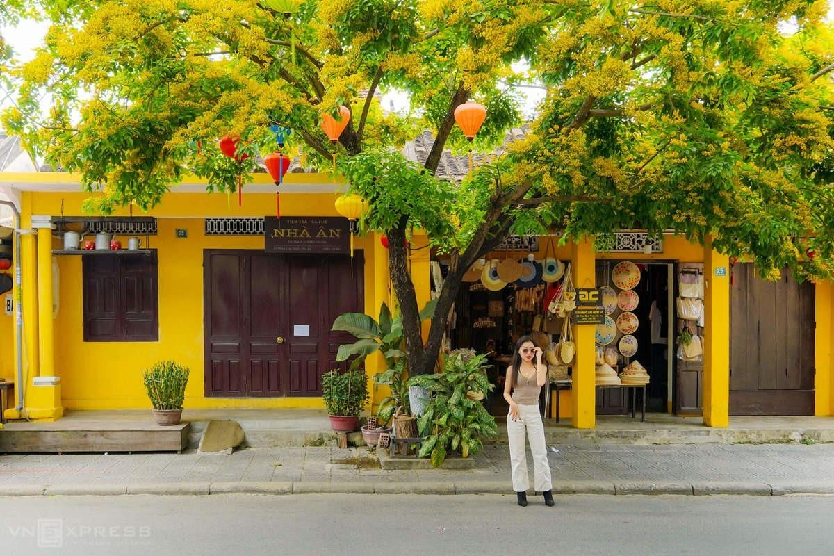 Unlike Ho Chi Minh and Hanoi, the two biggest cities in Vietnam that are full of noisy vehicles and modern skyscrapers, Hoi An has managed to preserve its tranquility and slow pace of life with its signature yellow walls and centuries-old houses.